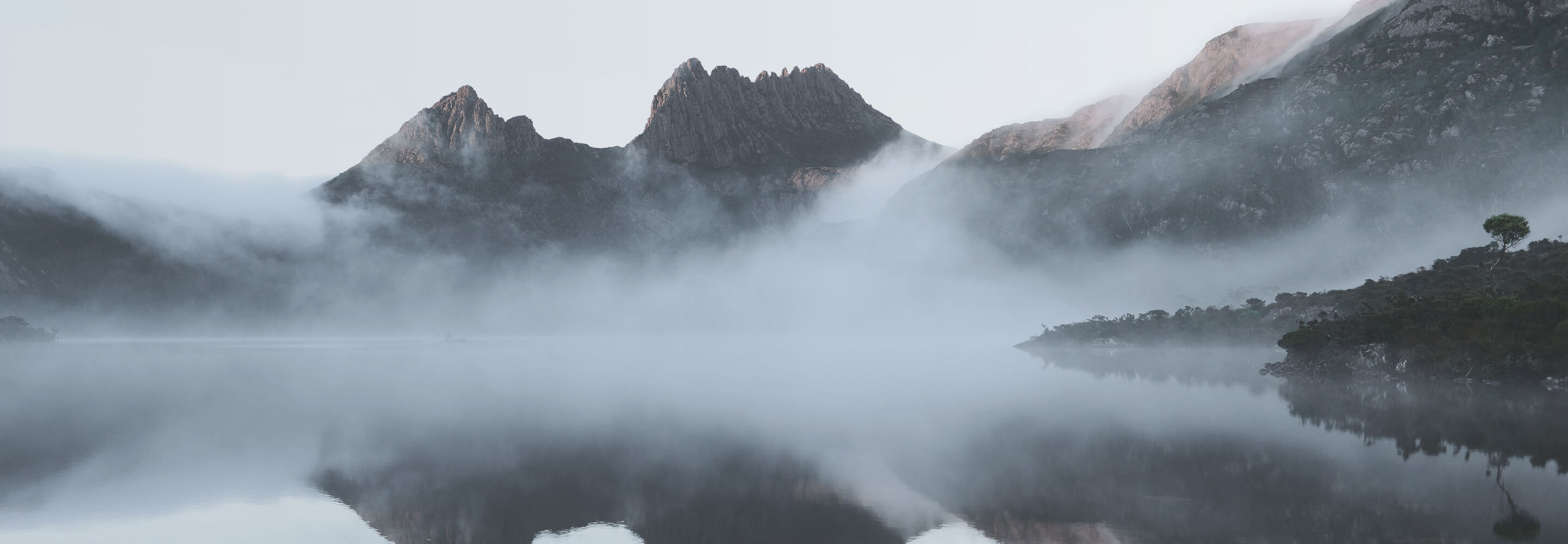 Fog-coming-over-mountains