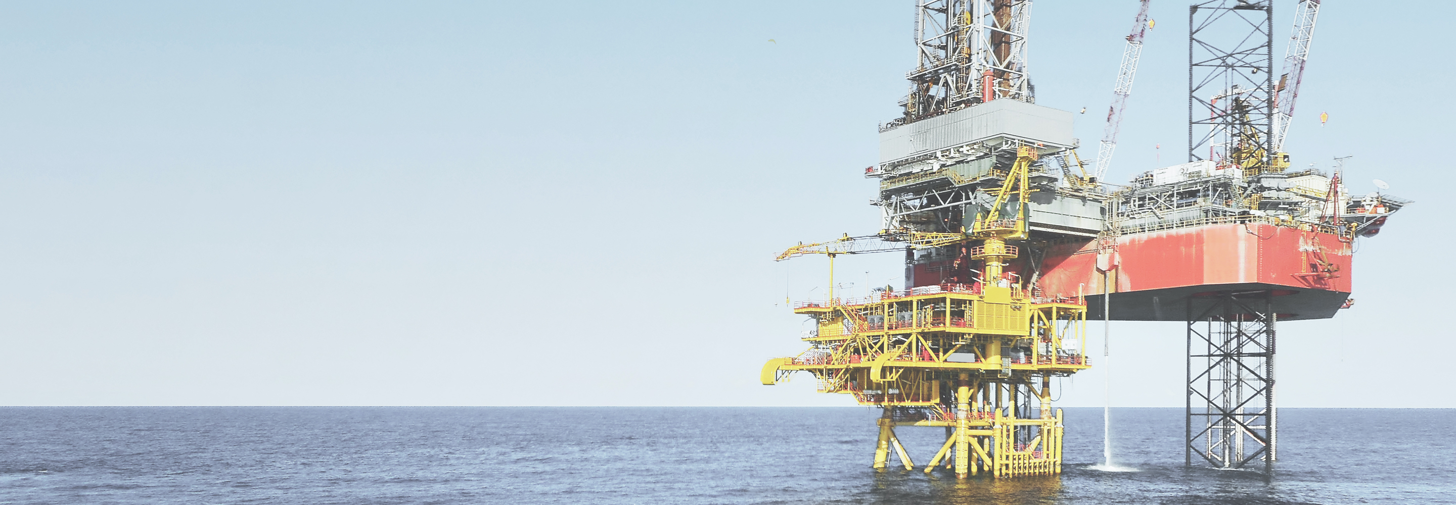 platform in the ocean to collect gas