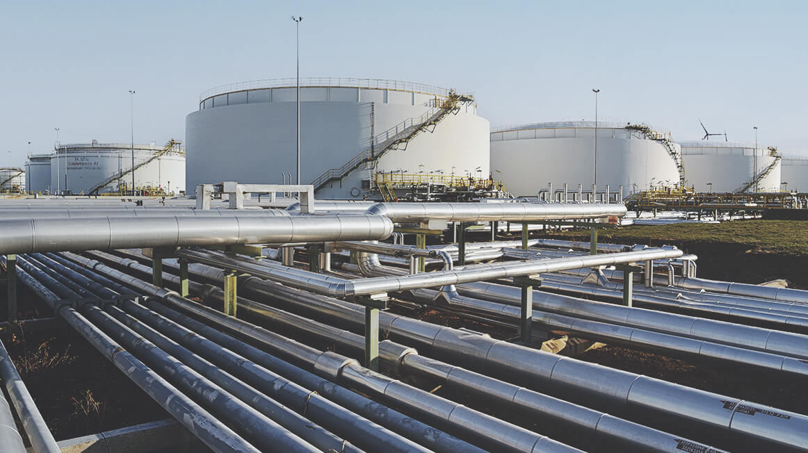Refinery oil tanks and pipes
